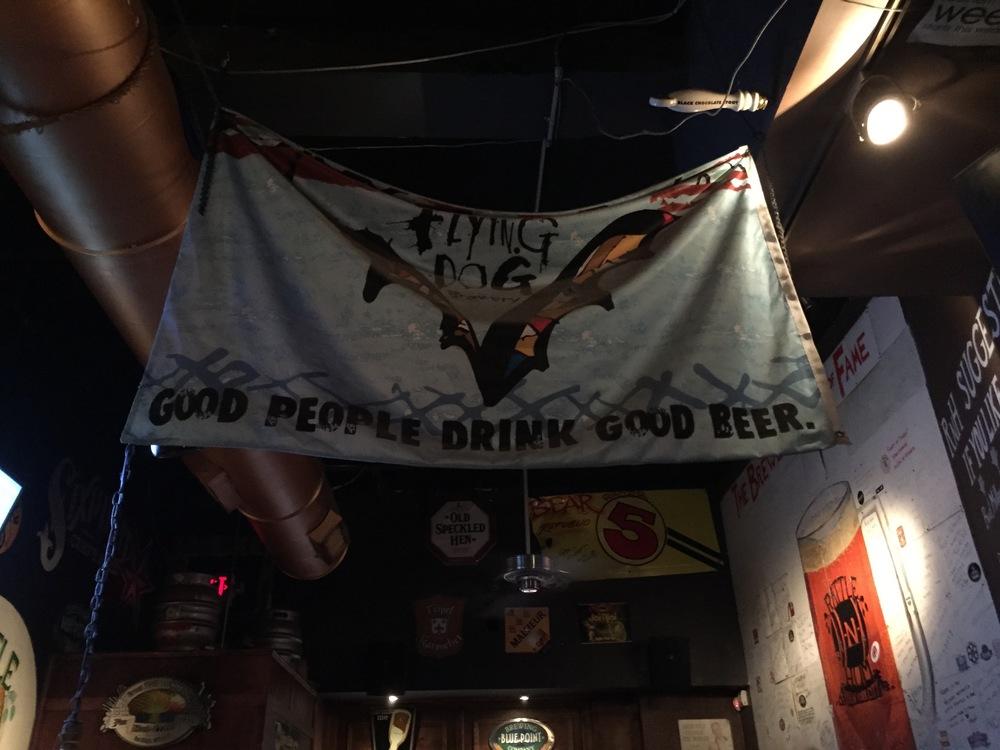 Логотип Flying Dog из Мэриленда.