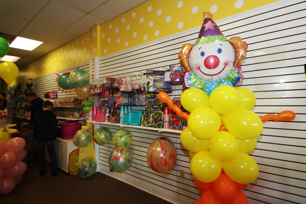 Personalized custom clown party balloon centerpiece