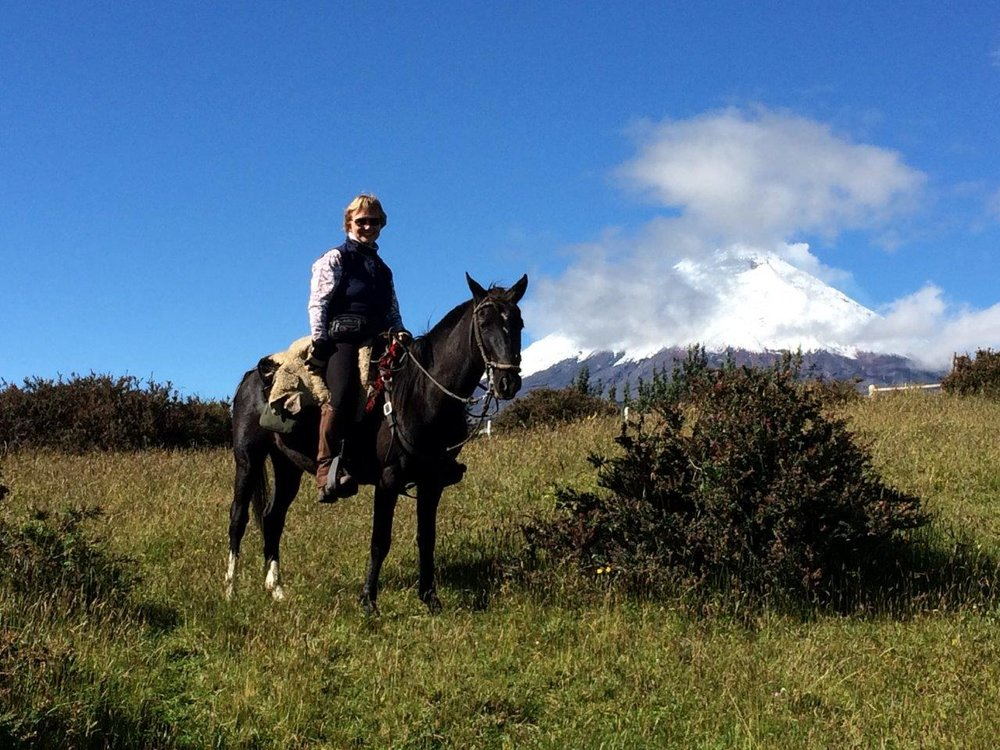 ride andes horse trek ecuador volcanoes vistas