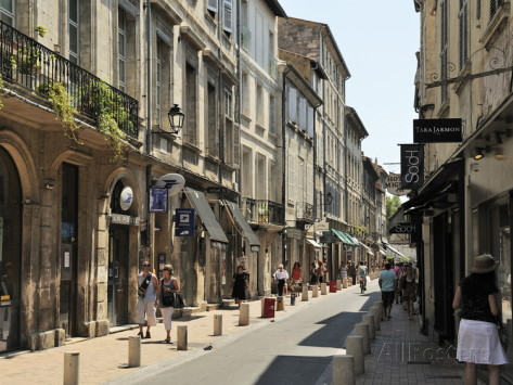peter-richardson-one-of-the-main-shopping-streets-avignon-provence-france-europe.jpg