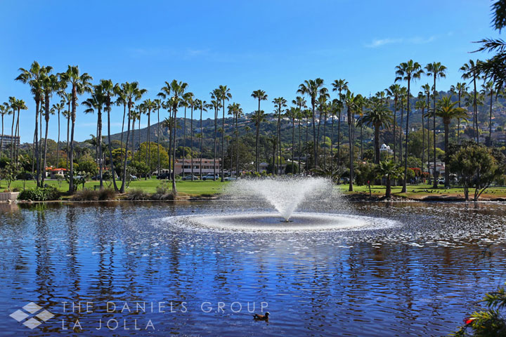 La-Jolla-Shores-Beach-Club fountain.jpg