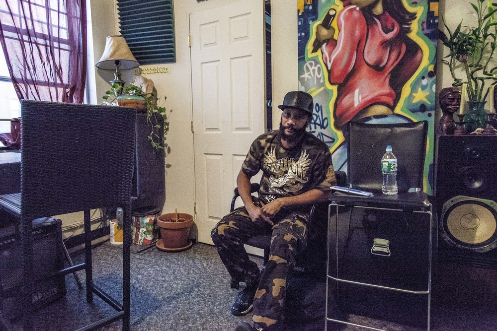 Guerrilla Grooves Radio. Al Knizzy. TME Pro Studios. Bronx, NYC. May 2015.