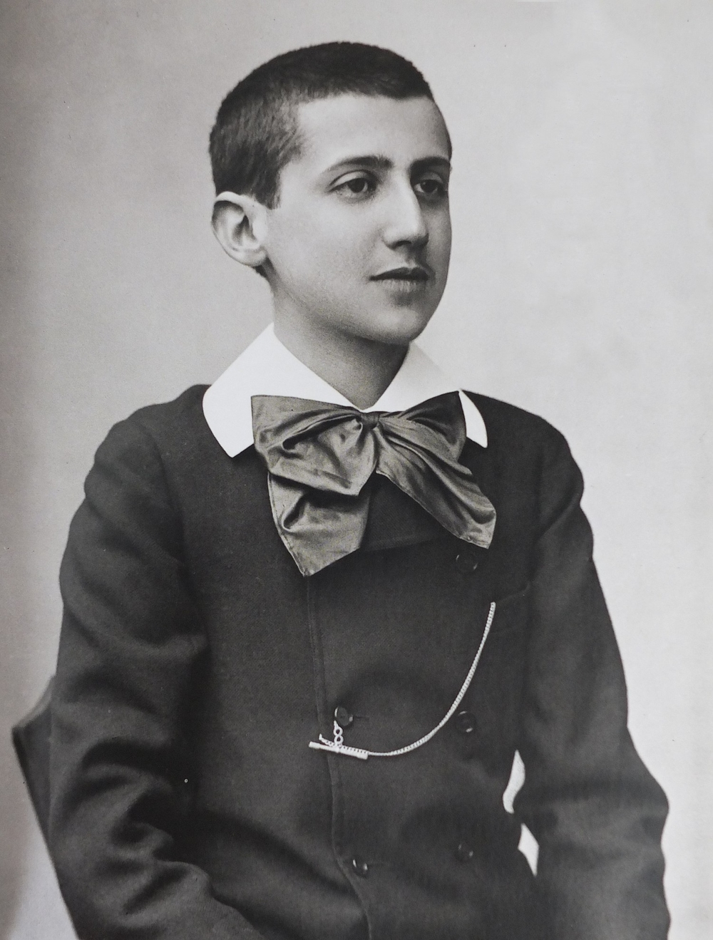 Photograph of Proust as a youth by Paul Nadar, 1887.