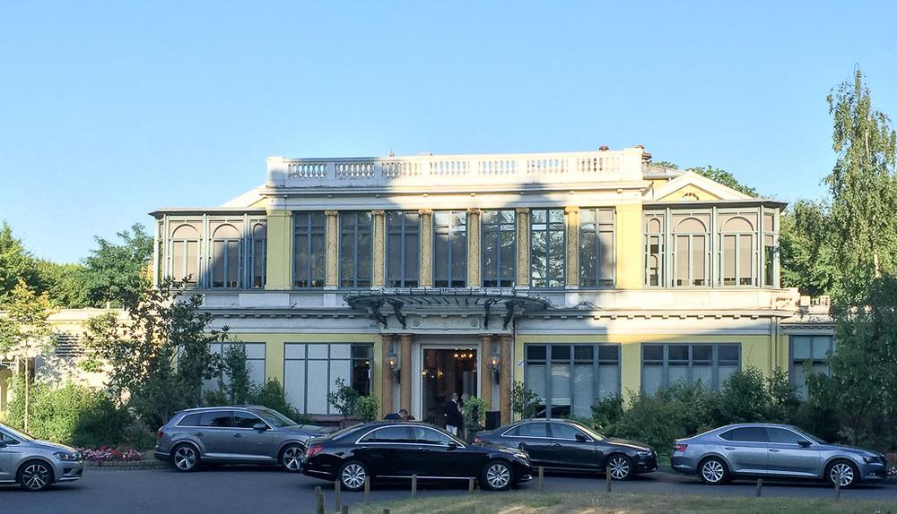 Pavilion Ledoyen exterior