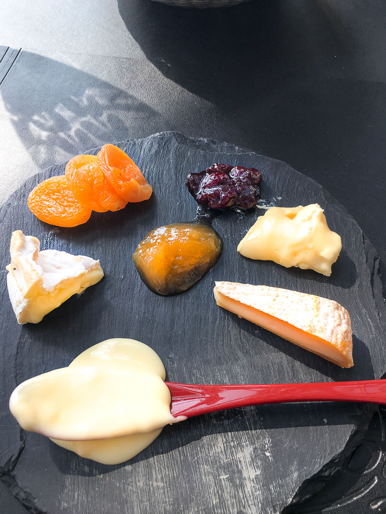 Cheese, served on slate, 9/10