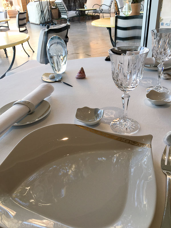 La Vague d'Or Place Setting