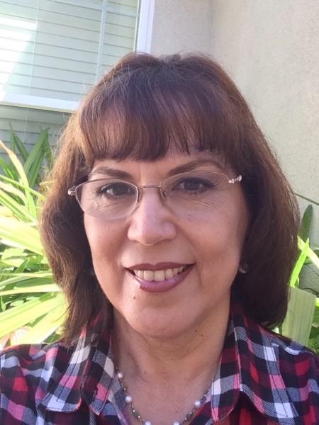 Azucena Faus. Coordinadora de Formación de Fe y Preparación Sacramental para niños. Directora del coro en español y encargada del Ministerio de Estolas.