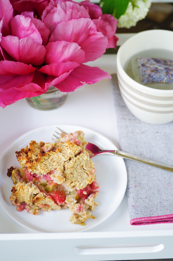 Strawberry Rhubarb Crisp without Sugar, Butter or Oil!