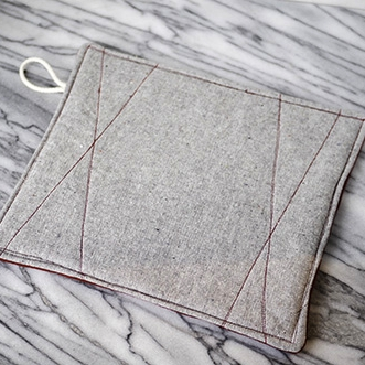 heathered-grey-and-red-potholder