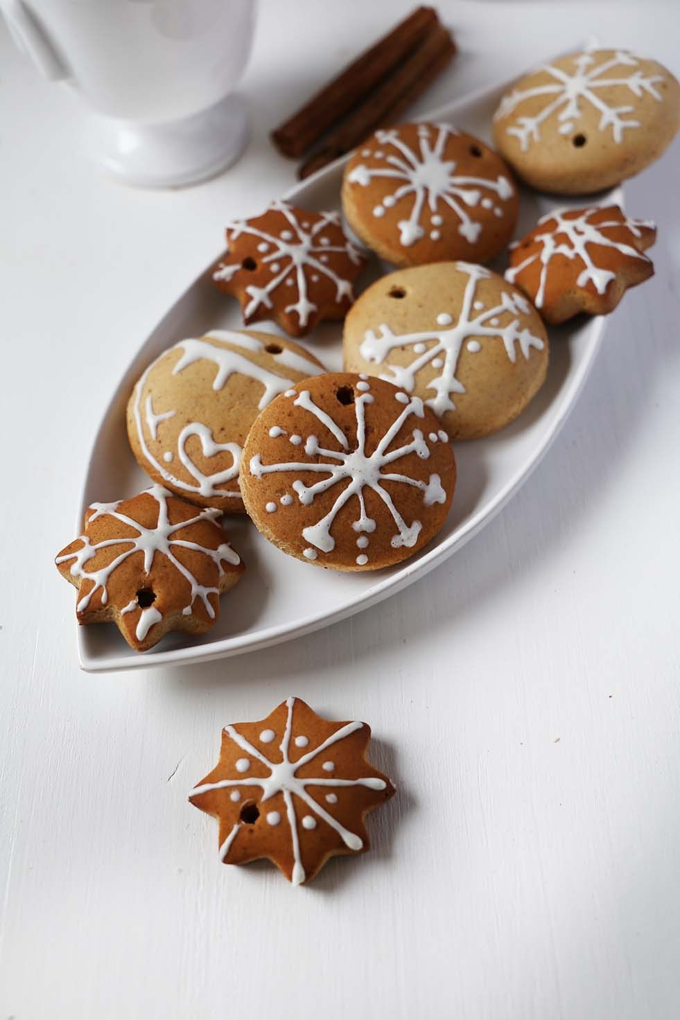 Vegan & Gluten-Free Gingerbread Cookies by Lara of Vanilla Crunnch