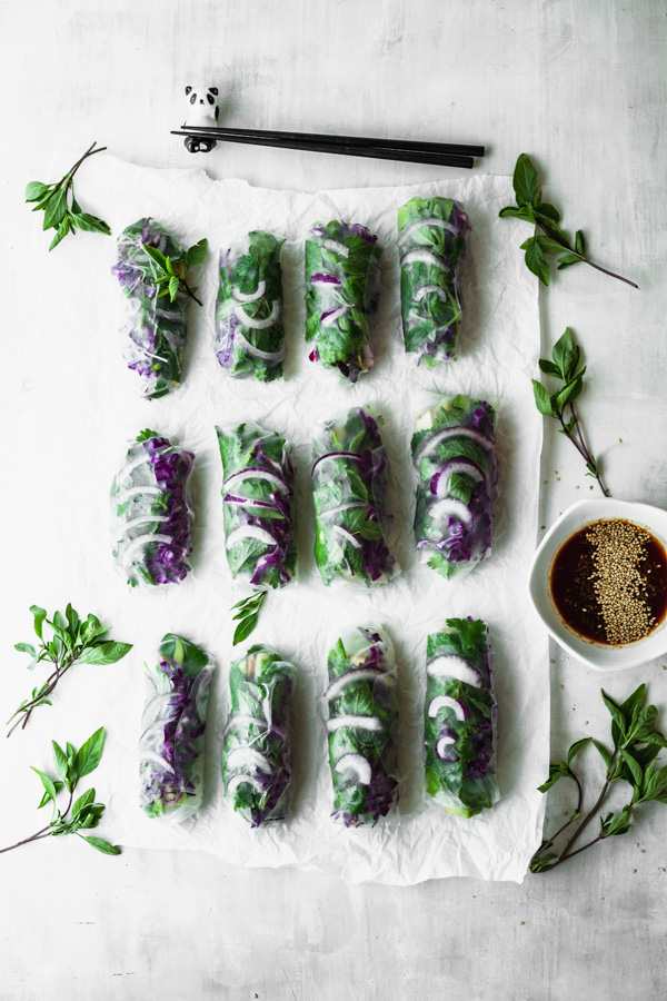 Easy Green & Purple Summer Rolls with Quick Dipping Sauce #beautifulingredient #vegan #veggies #summerroll #glutenfree #oilfree