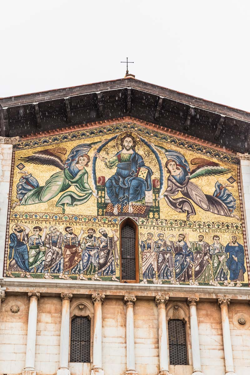 The golden Basilica of San Frediano in Lucca, Italy. Photo by Kari | Beautiful Ingredient.