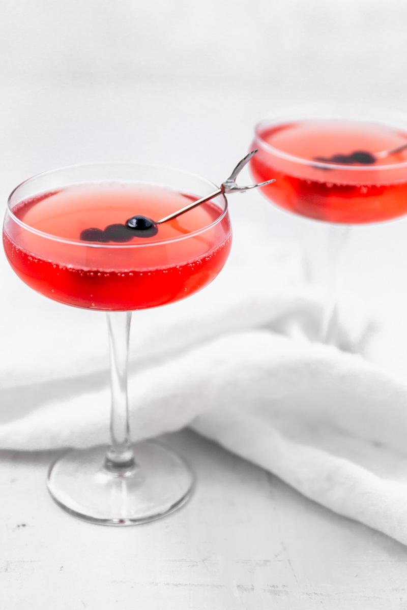 blueberry-peach-amaretto-spring-cocktail.jpg