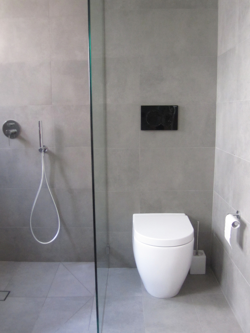 showerwc.jpg