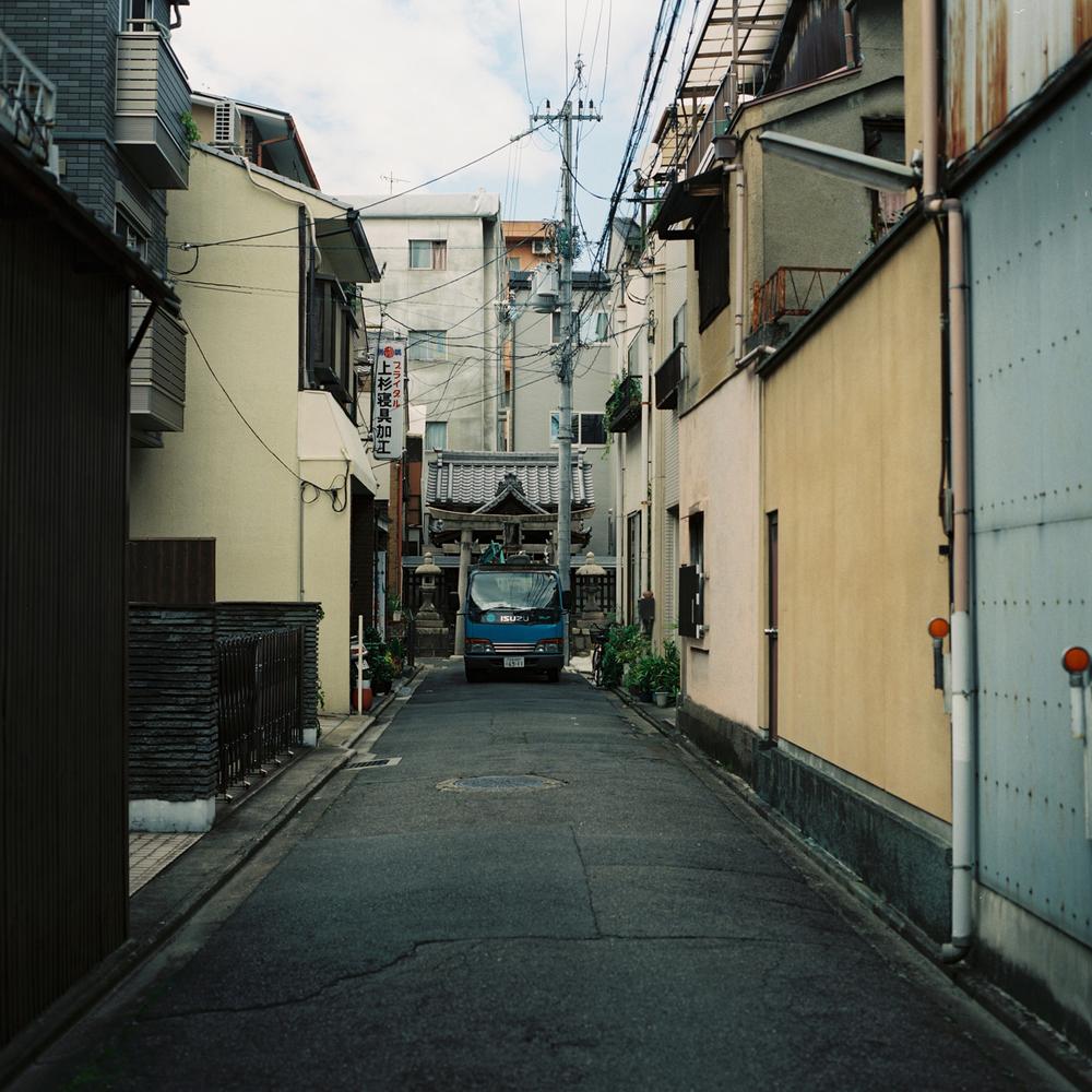 Approaching Kandiijin Shrine, Shimogyo-ku, Kyoto,  Japan,2012