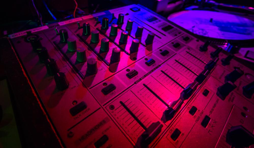 VinylRoom_061814-16_1000px72dpi.jpg