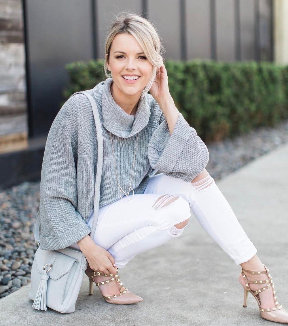"Ali Fedotowsky<br><p style=""font-size: 10px; font-style: italic; line-height: 10px;"">""All Things Ali Luvs""</p>"