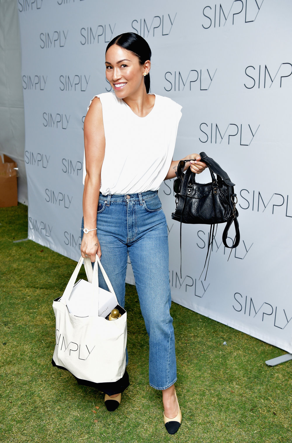 Stephanie Shepherd  with one of our SIMPLY LA gift bags