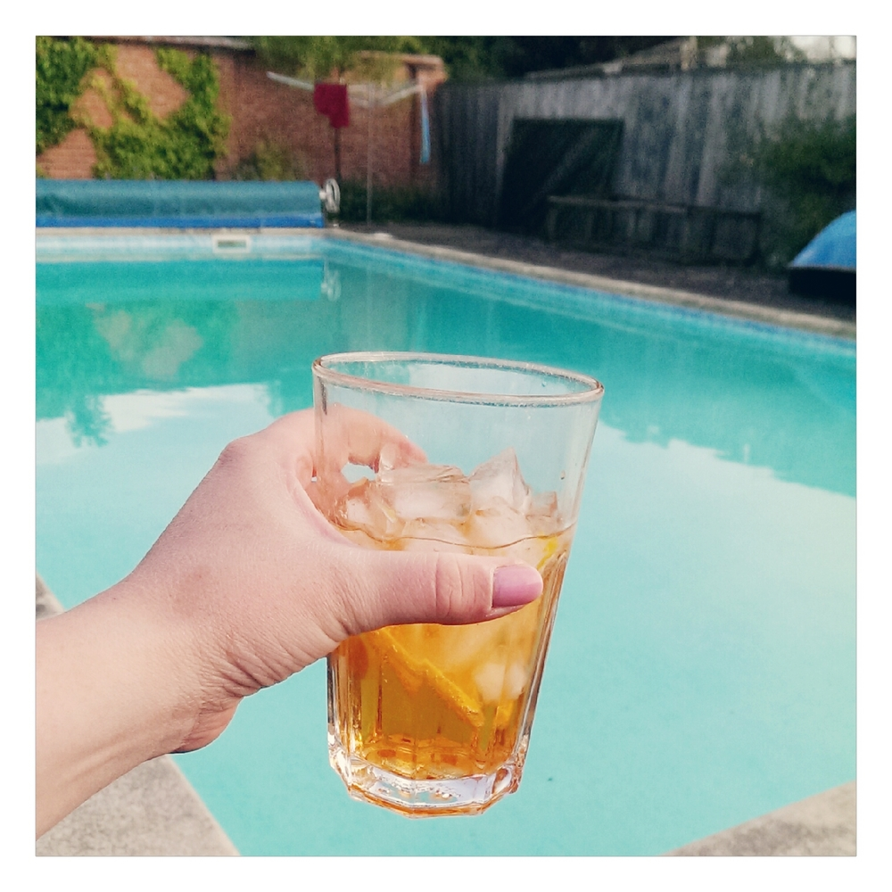 Aperol Spritz by the pool - rubelle