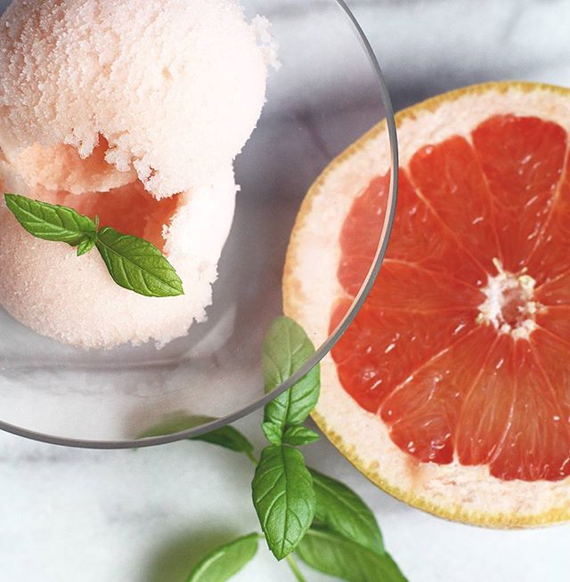 Grapefruit and mint sorbet, delicious and refreshing this time of the year! 🍊🌱