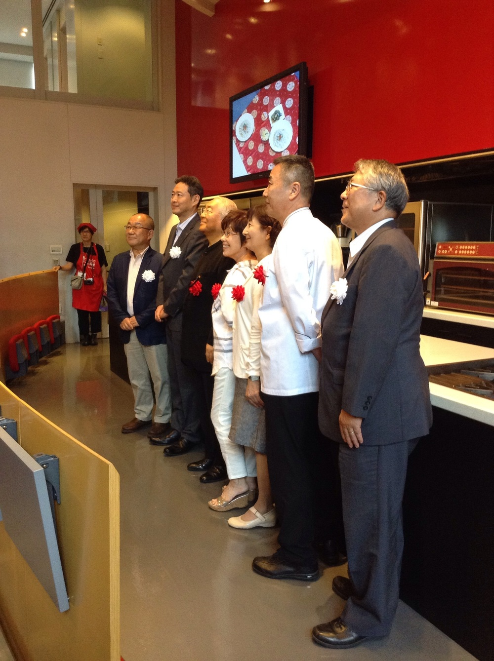 And the jury + α: soya sauce association top members, Dr. Hattori, cooking specialists and chef from a big hotel restaurant, itimidating