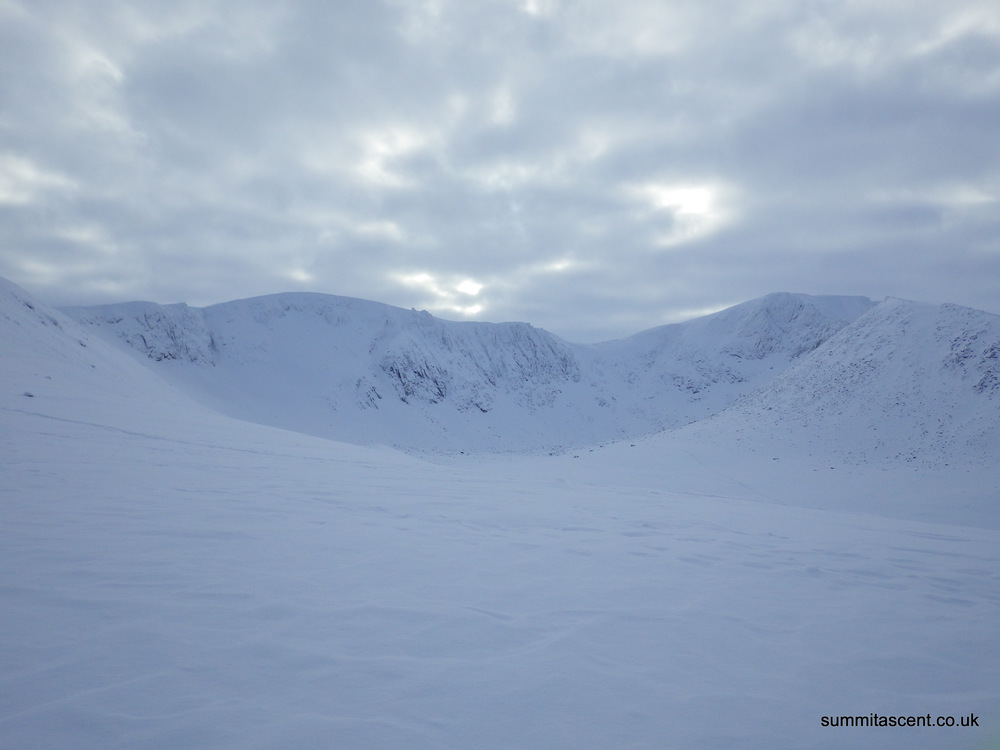 Looking into  Coire an t-Sneachda, lots of teams out climbing.