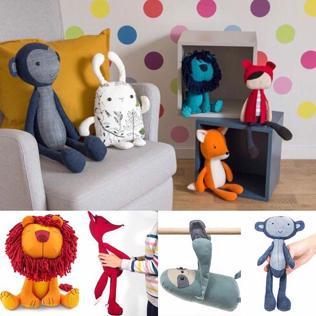 Idag visar vi vårt barnasinne och hälsar NaniToys Välkommen till Sverigedagarna. NaniToys tillverkar handgjorda leksaker och det är mycket kärlek i produktionen. De har alla en unik design och är gjorda av utvalda tyger med rätt kvalitet som är anpassat för barn. Vi gör även anpassade leksaker efter önskemål. Kom till vårt tält på Sverigedagarna så berättar vi mer om hur du kan ge en ovanlig handgjord gåva till ett barn eller en vuxen, eftersom vi alla är barn inombords. @nani_toys #handgjorda #leksaker #unika #egendesign #sverigedagarna