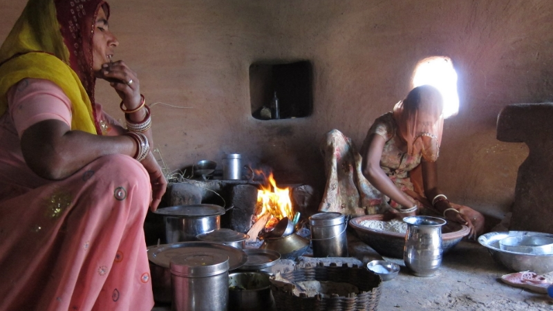 india cooking fire by travel way of life.jpg