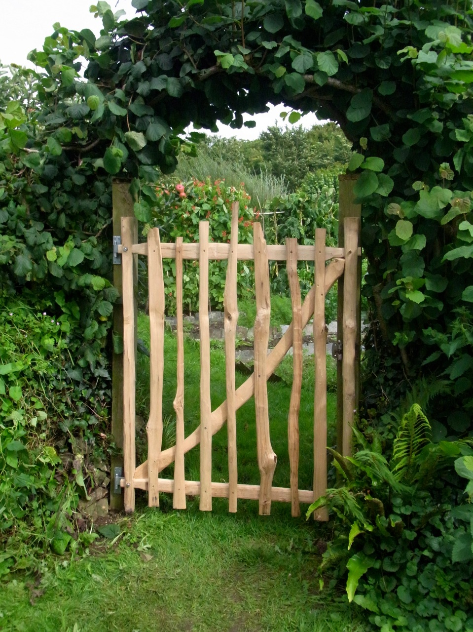 Ive been working on some more cleft chestnut gates, here is one to my Dad's garden