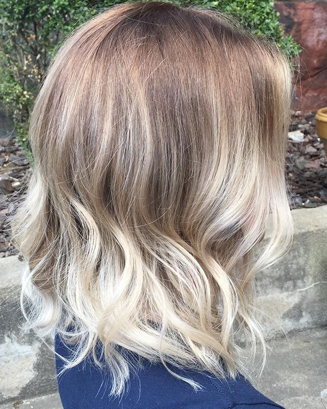 Stretched root and a vanilla flavored balayage for sprrrriiiiing!!!! . . . #twilighthairsalon #stretchedroot #balayage #alfaparfmilano #springhaircolor #bostonhairstylist ✨