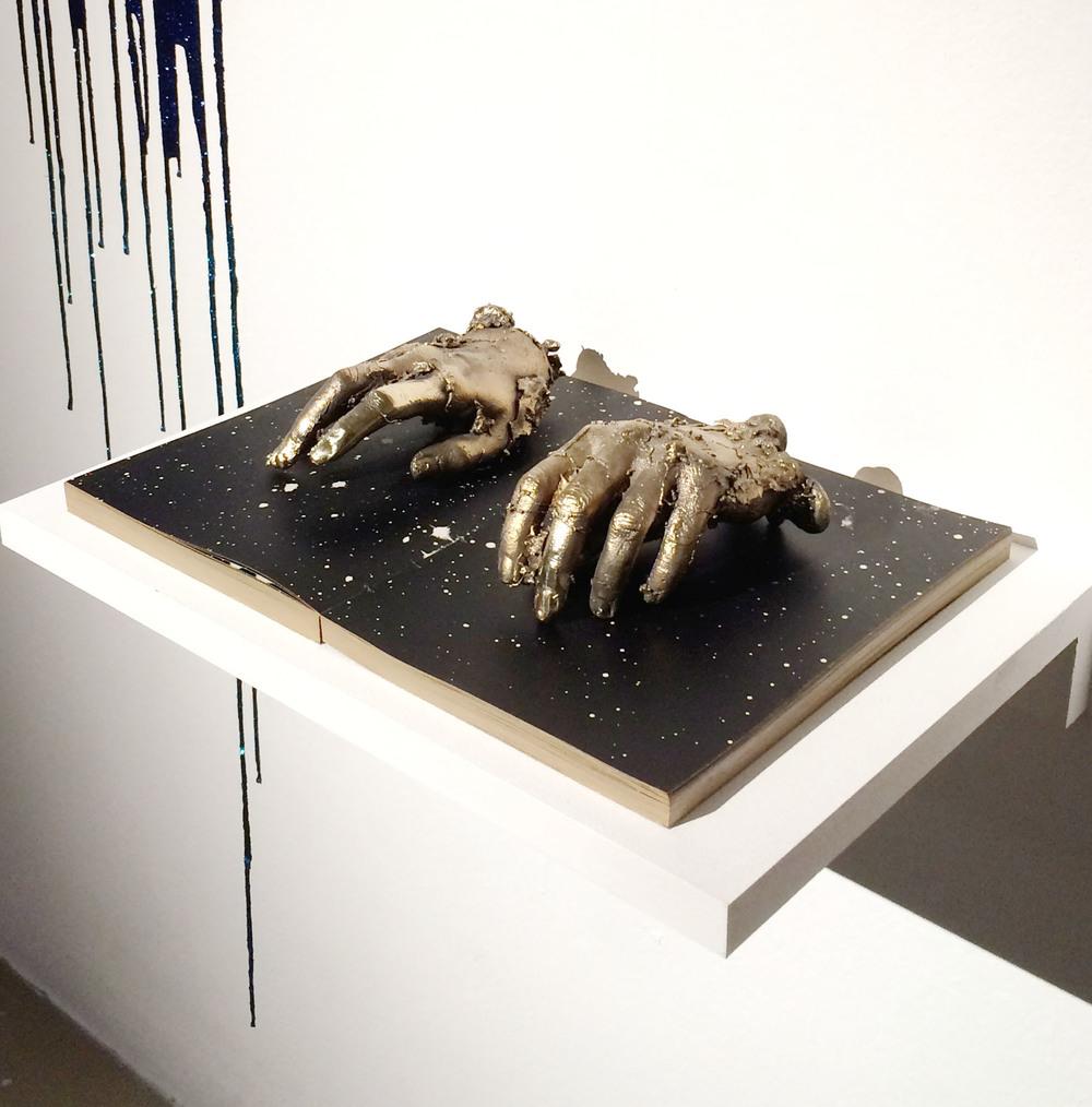 de mineralis mains livre etoiles.jpg