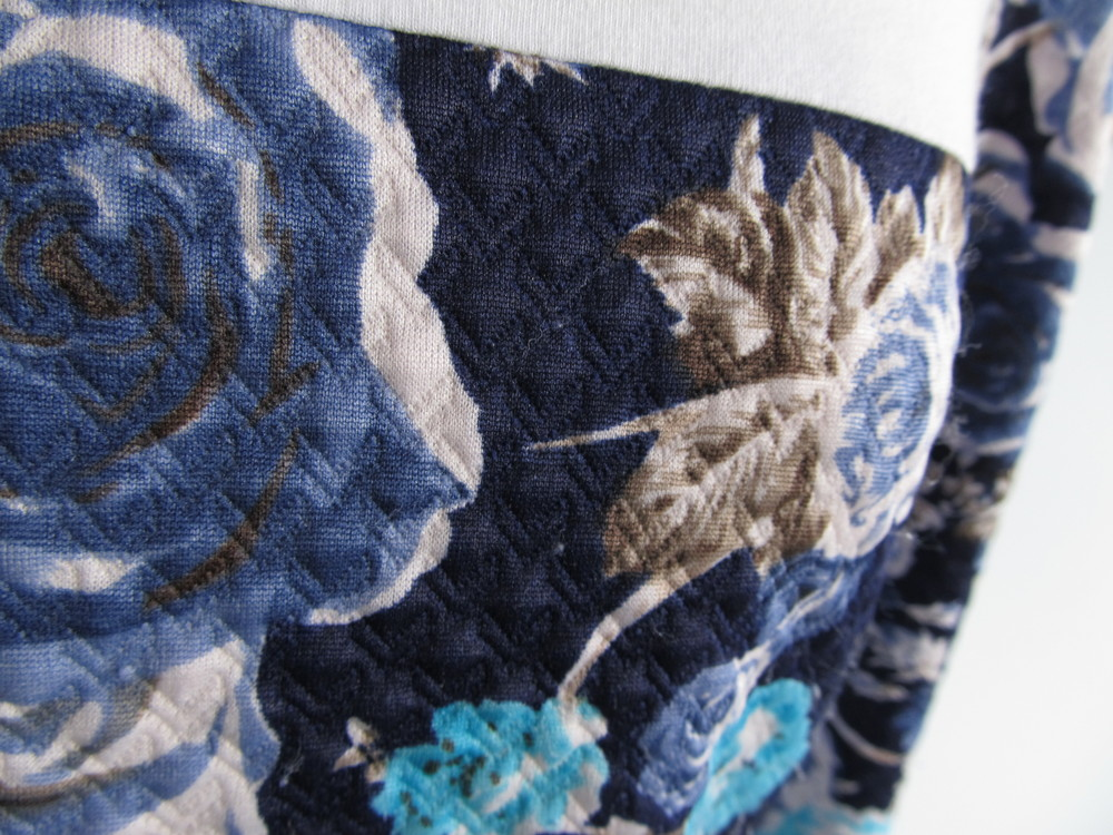 And finally a close up of that beautiful blue and white floral quilted knit. So cosy and chic!