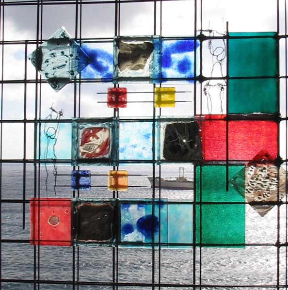 Título: Detalle Vitral  Medidas: 140 x 140 cm.  Materiales: Vidrio, cobre y acero