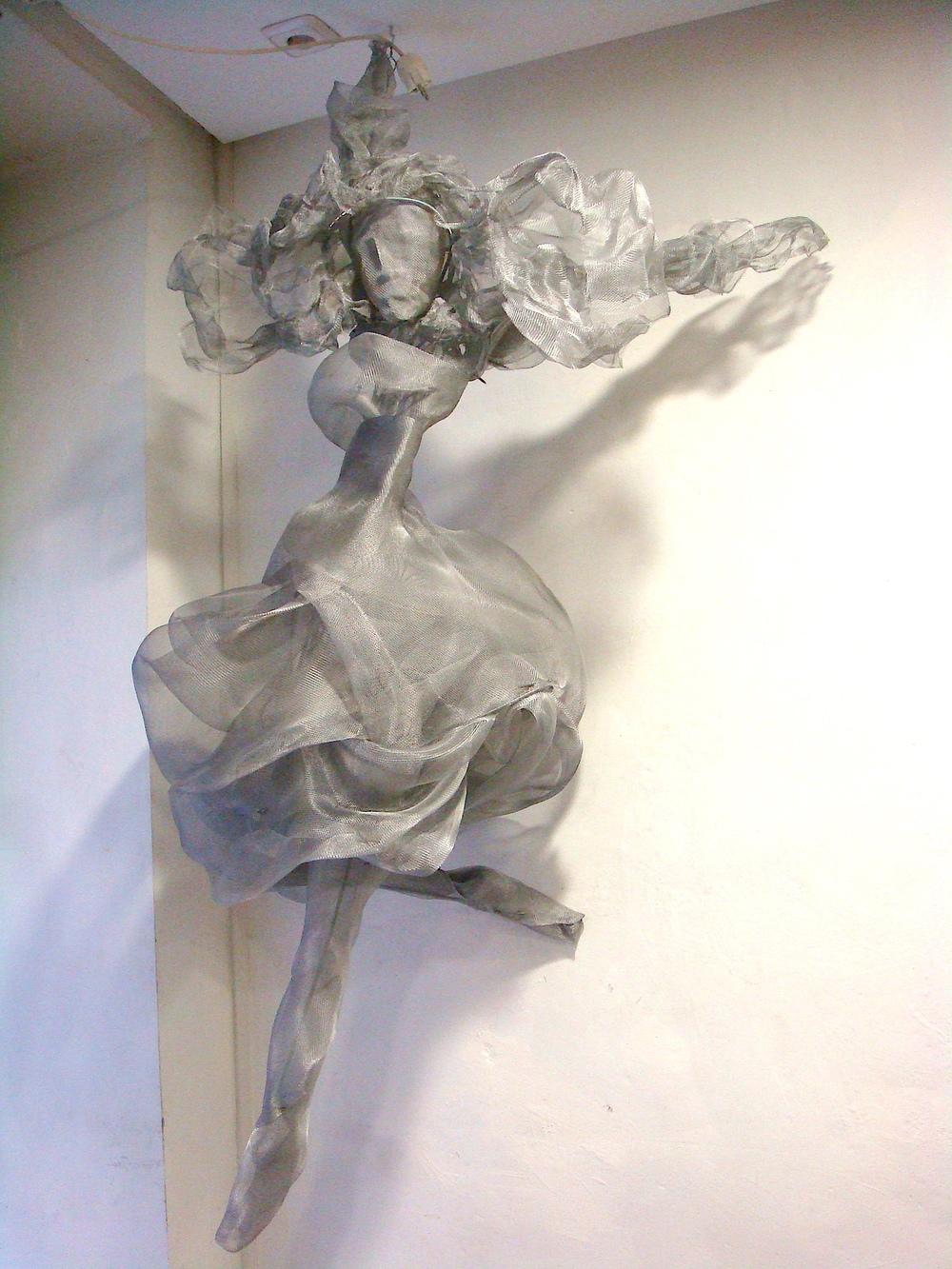 Título: Bailarina    Materiales: Metales varios