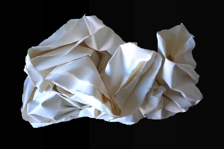 Título: Sueño de una tela de verano    Medidas: 130 x 70 x 60 cm.  Materiales: Papel Arches forjado