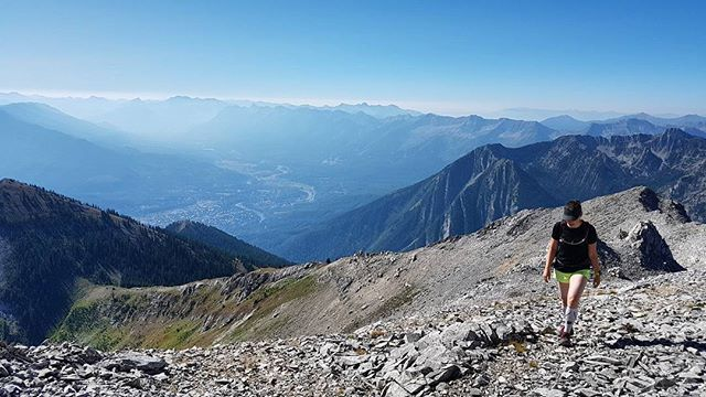 @mrs__mcmahon getting high on one of our local peaks we finally found the time, and company to enjoy today.  #ocdadventures #ferniestoke #mountains #trailrunning #getoutside #neverstopexploring