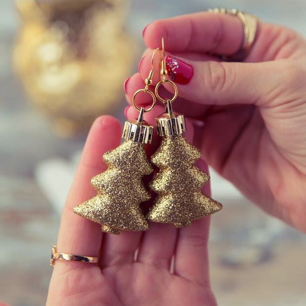 Super Easy Glitzy Tree Earrings