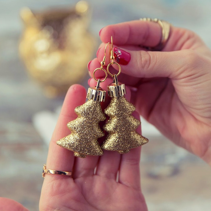 GLITZY TREE EARRINGS