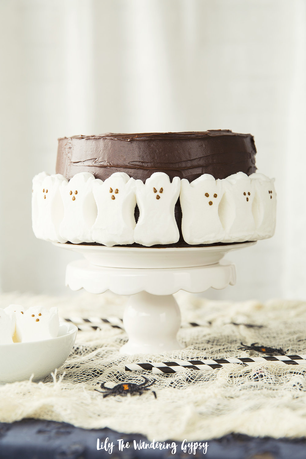 How To Make A Simple Yet Spooky No-Bake Halloween Ghost Cake — Lily ...