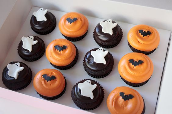 Simple and Cute Halloween Cupcakes