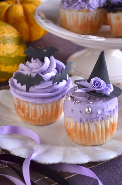 Black and Purple Halloween Cupcakes