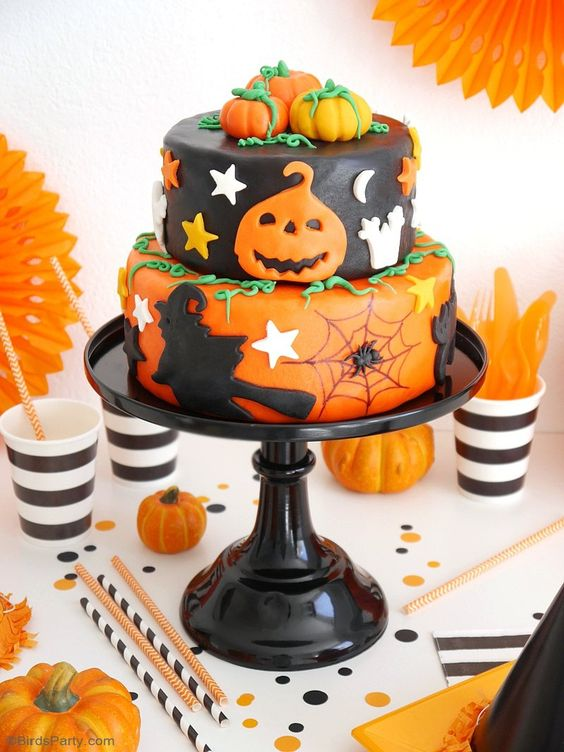 Another adorable and festive  Halloween cake  that is decorated just right.