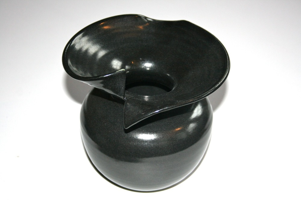 black_pot1.jpg