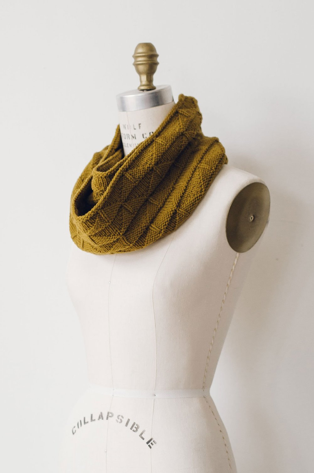 quince-and-co-harvest-cowl-liz-tubman-knitting-pattern-2.jpg