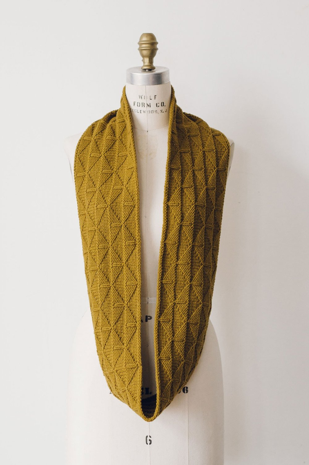 quince-and-co-harvest-cowl-liz-tubman-knitting-pattern-1.jpg