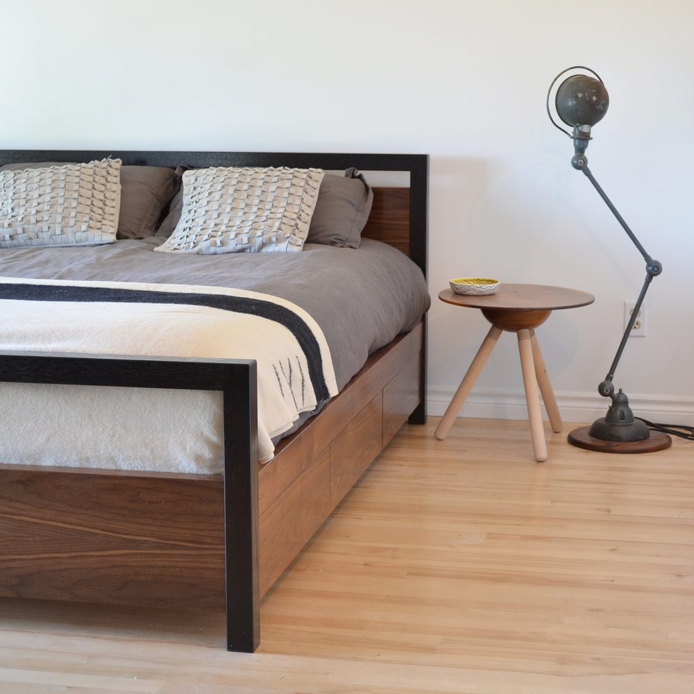 Walnut bed captain.jpg