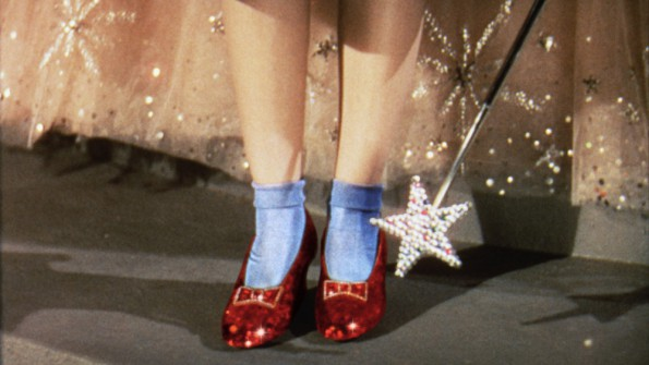 film-the_wizard_of_oz-1939-dorothy_gale-judy_garland-footwear-slippers-595x335.jpg