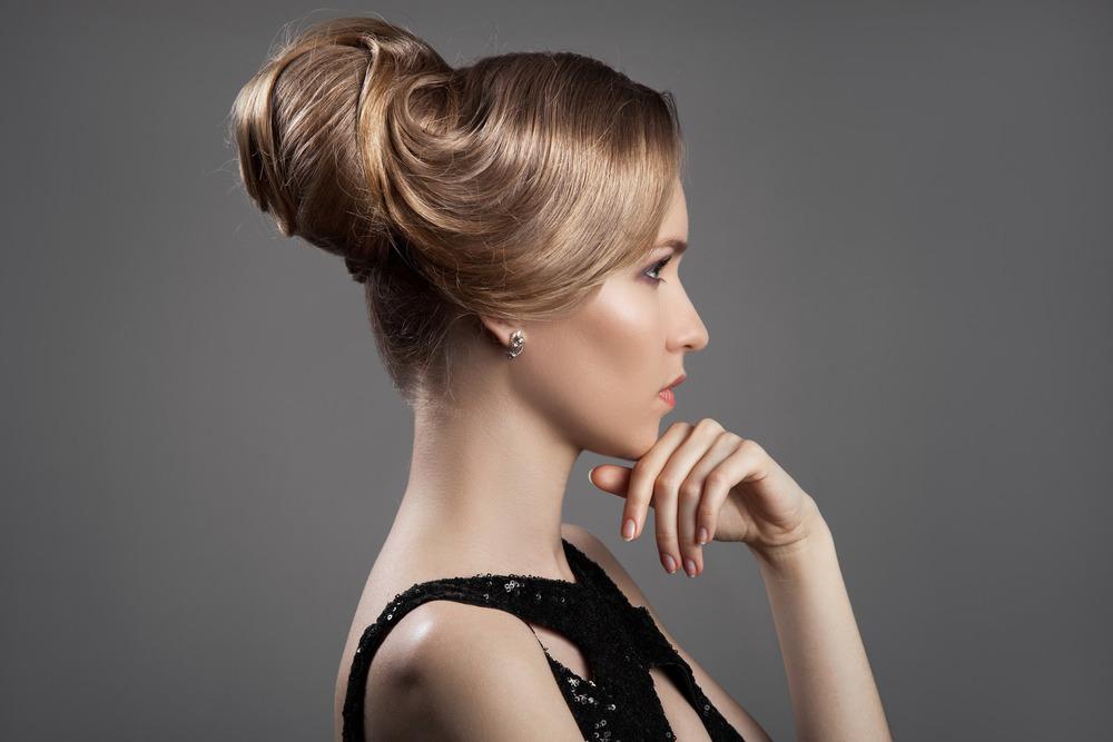 photodune-11350004-beautiful-blond-woman-hairstyle-and-makeup-m-2.jpg