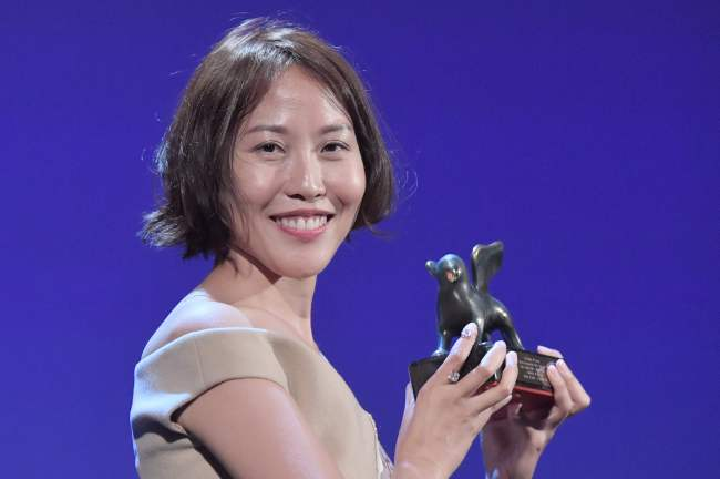 "Gina Kim poses with the Best Virtual Reality award for her movie ""Bloodless"" during the award ceremony of the 74th Venice Film Festival on Sept. 9 at Venice Lido. (AFP-Yonhap)"