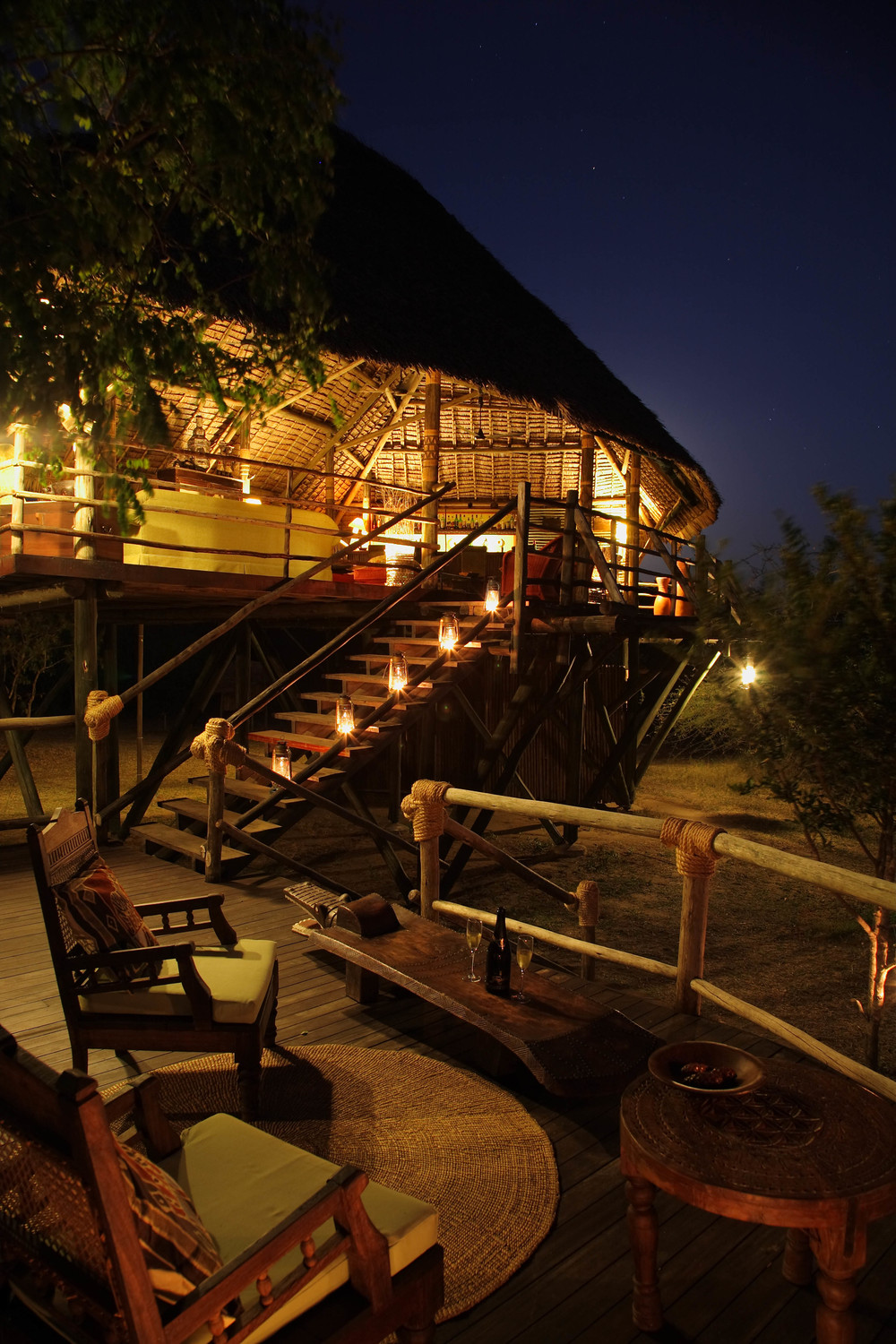 Elevated bar and restaurant at Siwandu.jpg